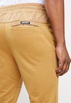 SOVIET - Harden track pants - mustard