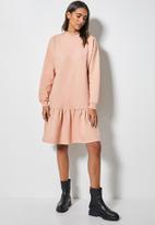 Superbalist - Long sleeve tiered sweat dress - light pink