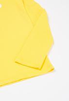 GUESS - Triangle brick crew tee - yellow