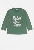 Sticky Fudge - Rebel tee - green