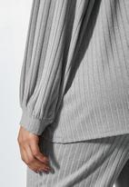 Superbalist - Cropped v-neck balloon sleeve tee - grey