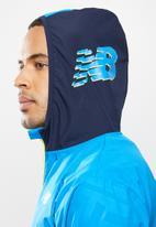 New Balance  - Fast flight jacket print - blue