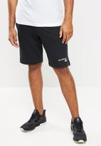 New Balance  - Nb classic core short - black