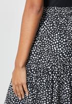 Superbalist - Tiered midi skirt - black & white