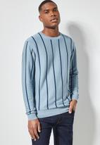 Superbalist - Vertical stripe crew knit - blue