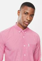 Ben Sherman - Small ging shirt - red