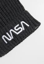 Superbalist - Nasa logo ribbed beanie - grey