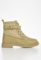 Seduction - Buckle lace up hiking boot - camel
