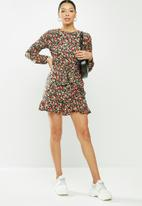 Missguided - Ruched side button tea dress floral - red