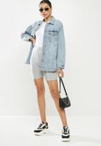 Missguided - Oversized curve hem denim shirt jacket - light blue
