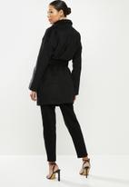 Missguided - Drop shoulder belted crop formal - black