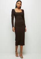 MILLA - Knit square neck dress with tucks - chocolate