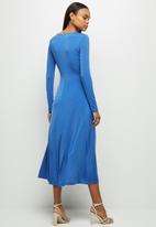 MILLA - Slinky knit draped midi dress - blue