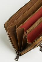 BUSBY - Zulu zip around purse - brown