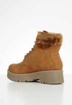 Seduction - Faux fur hiking boot - tan