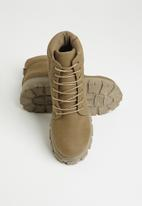 Seduction - Chunky combat boot - taupe