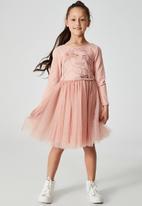 Cotton On - License ivy long sleeve dress - lcn dis/brick dust/moana