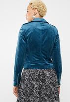 Vero Moda - Hazle velvet short jacket - blue