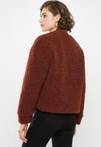 Vero Moda - Annika short teddy jacket - brown