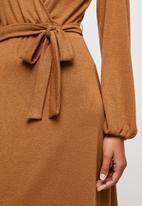 edit - Warm handle balloon sleeve wrap dress - brown