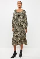 Vero Moda - Lisa graffic 7/8 tie dress - olive & black