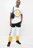 Kaizer Chiefs - Urban Edition - Collegiate logo 01 T-shirt - white