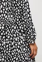 MILLA - Piecrust neck pleated midi dress - white & black