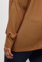 edit Plus - Long sleeve slouchy ribbed tee - tan