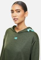 New Balance  - Relentless hoodie - olive