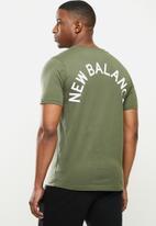 New Balance  - New Balance  classics arch tee - green