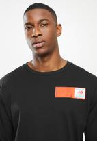 New Balance  - New Balance  essentials field day long sleeve - black