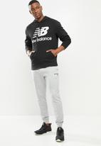 New Balance  - New Balance essentials stacked logo hoodie - black