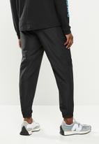 New Balance  - New Balance classics fashion woven pant - black