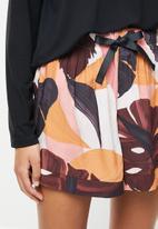 Superbalist - Sleep long sleeve fitted top & shorts set - multi