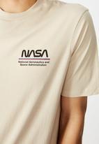 Cotton On - Tbar collab pop culture T-shirt - pearl nasa