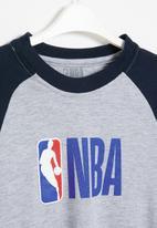 NBA - Nba icon logo long sleeve printed tee - grey & navy