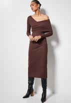VELVET - Asymmetric rib midi dress - chocolate