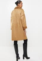 Revenge - Double buttoned fur coat with front pockets - camel