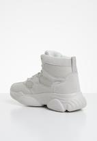 Missguided - High top bubble sole trainers - cream & grey