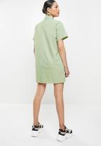 Missguided - Badge oversized shirt dress short sleeve nylon - mint