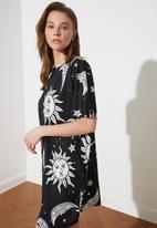 Trendyol - Siyah printed mini knitted dress - black