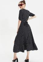 Trendyol - Siyah  belted dress - black & white