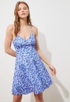 Trendyol - Mavi  back tie detailed floral pattern knitted dress  - blue & white