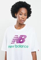 New Balance  - Essentials stacked logo oversized tee - white