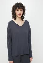 Superbalist - V-neck sleep top & pants set - slate grey
