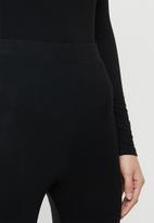 Superbalist - Slim fit sleep set - black