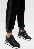 SISSY BOY - Badass babe jogger - black