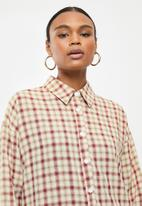 Missguided - Oversized step hem shirt dress check - red & brown