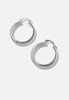 Rubi - Premium mid hoop - sterling silver plated ridged