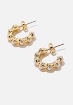 Rubi - Premium everyday hoop - gold plated pearl